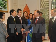 Le vice-Premier ministre Vu Van Ninh se rend à l'ambassade du Vietnam en Belgique