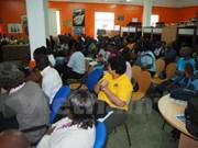 Des étudiants vietnamiens présentent l'image et la gastronomie du Vietnam au Mozambique