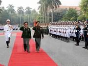 Une délégation militaire laotienne au Vietnam