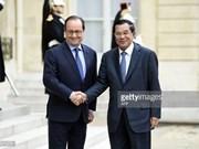 Le PM cambodgien commence une visite officielle en France
