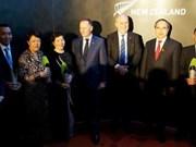 Remise des prix Nouvelle-Zélande - ASEAN à quatre Vietnamiens