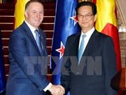 Le PM néo-zélandais achève sa visite au Vietnam