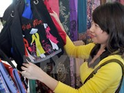 Le Vietnam à une foire internationale de l'art textile au Venezuela