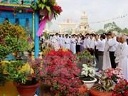 Le président du FPV Nguyen Thien Nhan félicite les pratiquants du caodaïsme