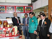 Ouverture d'une foire du commerce et du tourisme Cambodge-Laos-Vietnam