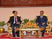 Le président du Sénat cambodgien reçoit une délégation de l'AN du Vietnam