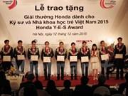Des jeunes Vietnamiens reçoivent le prix Honda YES Award