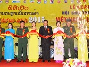 Une centaine d'entreprises à la foire commerciale Vietnam-Laos 2015