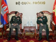 Le ministre vietnamien de la Défense reçoit des anciens combattants cambodgiens