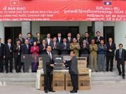 Remise d'équipements de sécurité au Laos