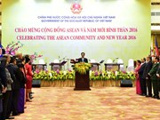 Le Premier ministre offre un banquet au corps diplomatique au Vietnam