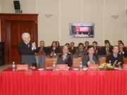 Le secrétaire général Nguyên Phu Trong rencontre le personnel du Bureau du CC du PCV