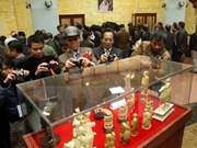 Exposition et vente aux enchères d'un millier d'objets antiques à Nam Dinh