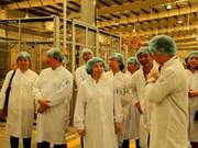 Une délégation du ministère de l'Industrie et du Commerce travaille avec Vinamilk