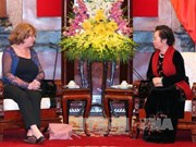 La présidente du groupe interparlementaire d'amitié France-Vietnam reçue par Nguyen Thi Doan