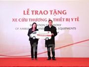 Toyota remet des équipements médicaux aux hôpitaux de Ha Giang