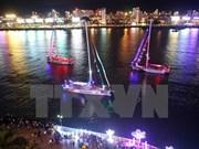 Clipper race 2015-2016 : défilé de voiliers sur le fleuve Hàn