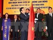 Le président décore le Centre d'anesthésiologie de l'Hôpital Viet Duc