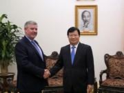 Le vice-PM Trinh Dinh Dung reçoit un dirigeant du groupe Coca Cola