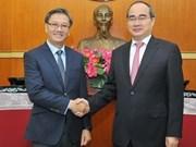 Le Président du FPV reçoit l'ambassadeur du Laos au Vietnam
