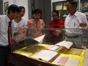 Exposition de livres sur la culture et l'histoire de Hue