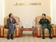 Le chef d'état-major de l'Armée populaire du Vietnam reçoit des officiels du groupe français CNIM