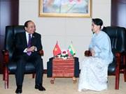 Le Premier ministre Nguyên Xuân Phuc rencontre la conseillère d'État du Myanmar