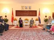 Vietnam et Cambodge s'engagent à promouvoir les liens bilatéraux