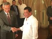 Les dirigeants singapourien et philippin discutent le traitement des défis transnationaux