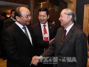 Nguyen Xuan Phuc rencontre la presse en marge du Forum économique mondial à Davos