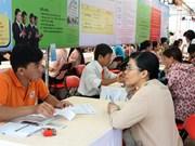 Contre le chômage des diplômés, des postes à l'étranger