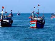 Mille drapeaux nationaux offerts aux pêcheurs de Ly Son