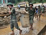 L'ambassade du Vietnam au Laos vient en aide aux sinistrés des crues