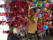 Les lanternes traditionnelles vietnamiennes attirent le chaland