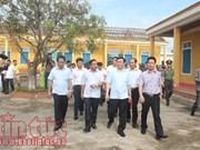 Typhon Doksuri : Vuong Dinh Hue offre des cadeaux à des sinistrés de Ha Tinh