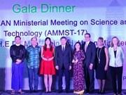 Distinction de Nguyên Thi Hiêp, lauréat du Prix scientifique ASEAN - Etats-Unis 2017