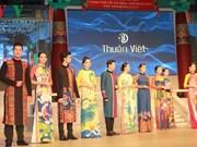 Présentation de costumes traditionnels sud-coréens et vietnamiens à HCM-Ville