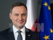 Le président polonais rencontre des anciens étudiants vietnamiens en Pologne