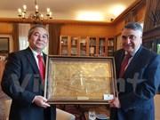 Le Chili remet l'Ordre du mérite Grand Croix à l'ambassadeur vietnamien