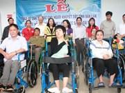 150 fauteuils roulants aux handicapés de la province de Dak Lak