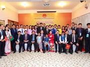 Le président Tran Dai Quang rencontre des Vietnamiens au Bangladesh
