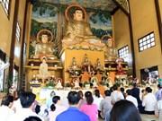 Des Vietnamiens au Laos prient pour la prospérité du pays et le bonheur
