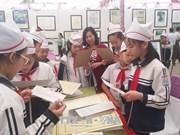 """Exposition """"Hoàng Sa, Truong Sa du Vietnam - les preuves historiques et juridiques"""" à Hoa Binh"""