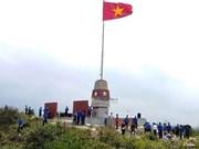 Installation d'une tour à drapeau dans la province de Quang Binh