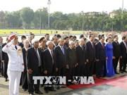 Des dirigeants rendent hommage au Président Ho Chi Minh