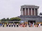 Plus de 92.000 personnes rendent hommage au Président Ho Chi Minh en son mausolée