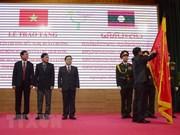 Le Laos remet des distinctions honorifiques à Dien Bien