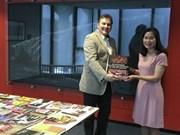 Remise de livres sur le Vietnam à la Bibliothèque de l'Université de Leyde