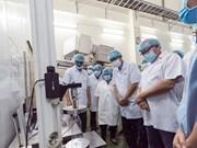 Des Philippins se rendent à l'usine URC Vietnam