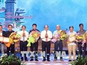 Remise des prix du concours de chanson en l'honneur de la victoire de Dông Lôc